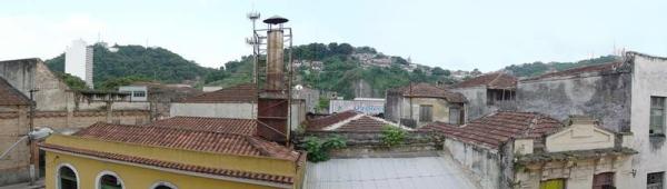 Vista do Centro Histórico de Santos, pela janela do ateliê.